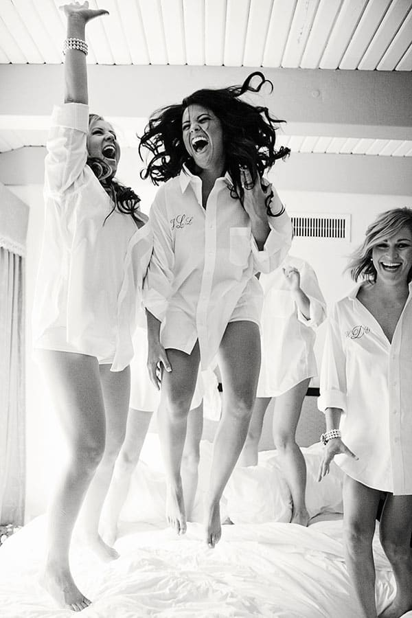 bridesmaids-jumping-on-bed5